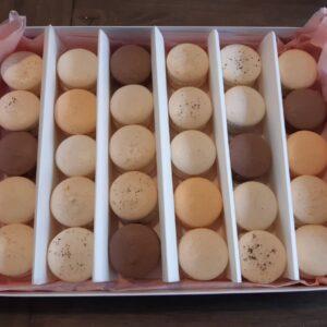 Selection of 30 macarons